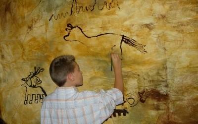 Les petits artistes des grottes